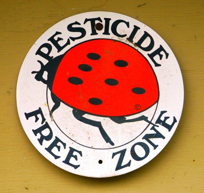 Zone sans pesticides © Rick Obst