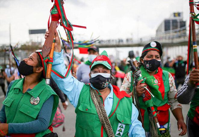 """Des Colombiens indigènes manifestent pour demander au gouvernement de protéger leurs territoires, d'arrêter les assassinats de leaders sociaux et d'appliquer un accord de paix lors d'une réunion appelée """"Minga"""" à Bogota, en Colombie. © REUTERS/LUISA GONZÁLEZ"""