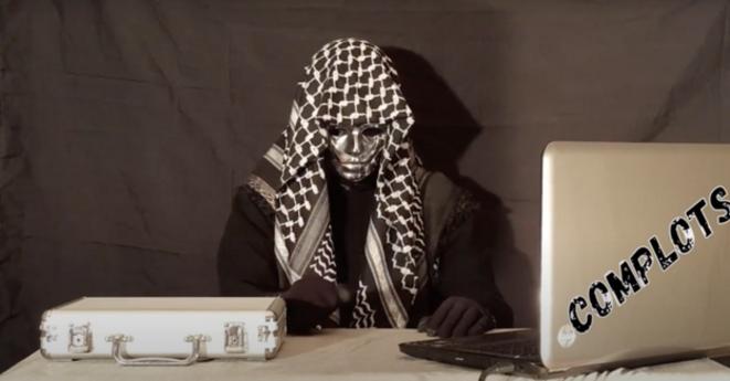 Capture d'écran d'une des vidéos intitulées «Sylverdine» sur lesquelles A. Abbari apparaît portant un keffieh et un masque.