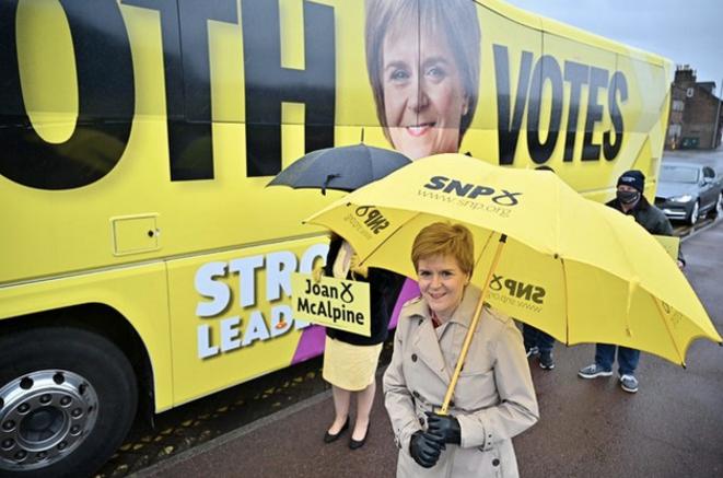 La première ministre écossaise en campagne le 3 mai 2021, à Dumfrieshire. © Jeff Mitchell / AFP (pool).