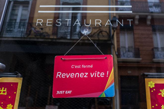 "A French restaurant sign announcing ""It's closed"", ""Come back quickly!"". © Frédéric Scheiber/Hans Lucas/Hans Lucas via AFP"