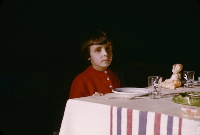 Madame Permerle à table, fonds iconographique du conservatoire national de l'album de famille, Metz © La Conserverie
