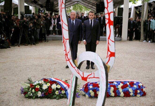 Gérard Larcher, président du Sénat, et Emmanuel Macron le 10 mai 2019, lors d'une cérémonie «pour la mémoire de la traite, l'esclavage et leurs abolitions », aux jardins du Luxembourg à Paris. © Philippe Wojazer / AFP