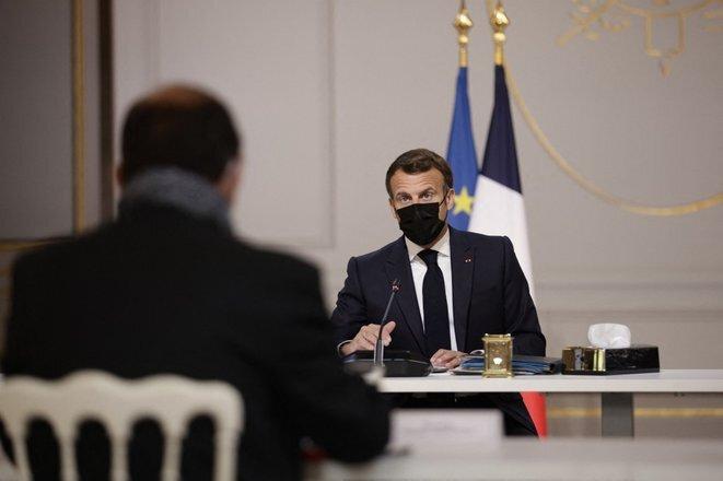 Emmanuel Macron lors de l'entretien avec la presse régionale le 29 avril 2021 © Yoan VALAT / POOL / AFP