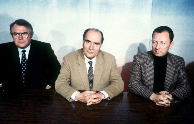 Pierre Mauroy, François Mitterrand et Jacques Delors, le soir du 27 avril 1981. © Georges Gobet / AFP
