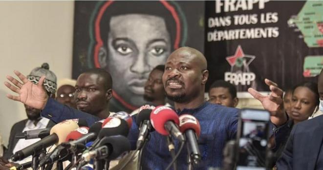 Guy Marius Sagna lors d'une conférence de presse à Dakar le 25 mars 2021, au lendemain de sa libération de prison © Seyllou Seyllou (AFP)