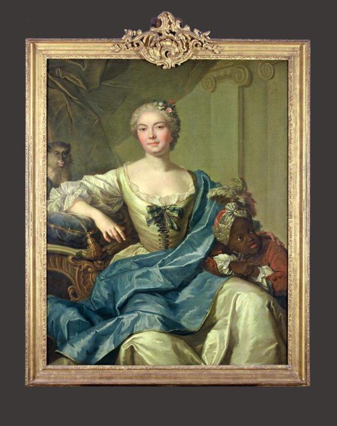 Un tableau visible au musée de l'Aquitaine: «Portrait présumé de la comtesse de Fontenelle et de son négrillon», attribué à Pierre Subleyras, vers 1730-1740. À gauche, un singe en liberté sur un coussin. À droite, un «négrillon» qui porte un collier de servitude.