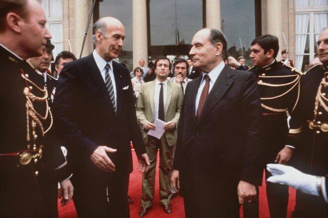 La passation de pouvoir entre Valéry Giscard d'Estaing et François Mitterrand. © STF / AFP