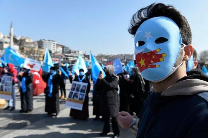 Une manifestation de février contre la politique d'internement de la Chine à Istanbul. Plus d'un million de membres des minorités musulmanes chinoises, y compris des Ouïghours et des Kazakhs comme Sayragul Sauytbay, ont été emprisonnés au nom de la lutte contre le terrorisme. Crédit: AP