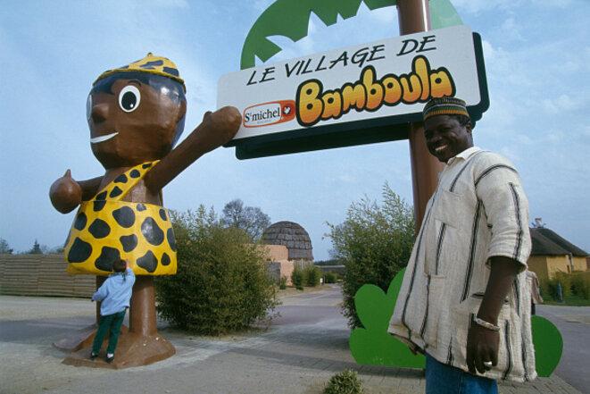 L'entrée du parc Safari Africain en Loire-Atlantique, en avril 1994, exhibition rappelant les «zoos humains» de l'époque coloniale. © Yves Forestier / Sygma via Getty Images