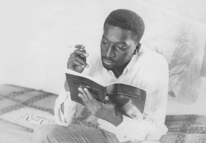 Omar Blondin Diop à Dakar peu de temps après son expulsion de France (1970) © Bouba Diallo