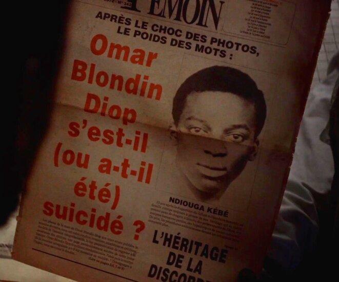 Une du Témoin sur la mort d'Omar Blondin Diop (1986), in Juste un Mouvement (2021) © Vincent Meessen