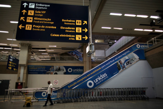 L'aéroport de Rio de Janeiro, le 13 avril, jour de l'annonce de la suspension des vols du Brésil vers la France. © Mauro Pimentel / AFP