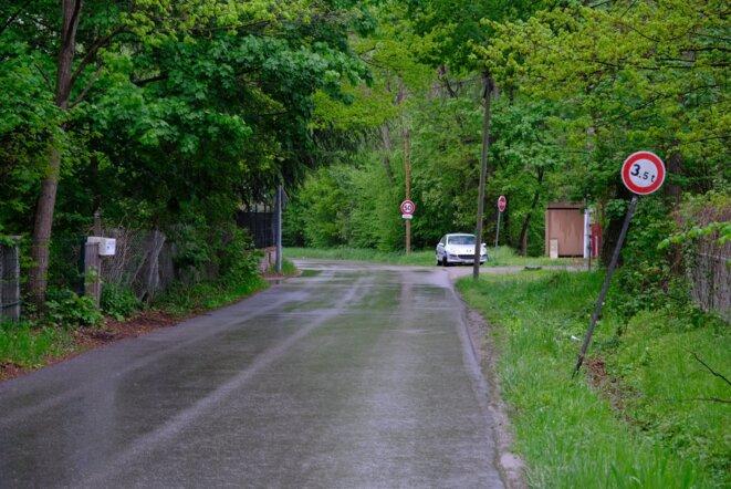 La rue dans laquelle le RAID est intervenu, le 4 mai, au petit matin. © Guillaume Krempp