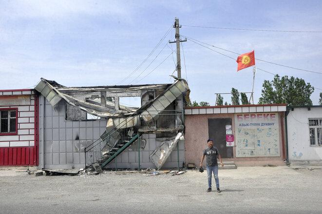 Des traces des affrontements côté kirghiz dans le district de Leilek le 5 mai 2021. © Nezir Aliyev/Anadolu/AFP