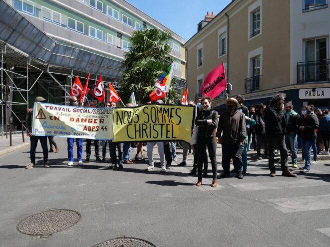 Christel Husson pose avec ses soutiens à Saint Nazaire © Facebook Maison du peuple de Saint-Nazaire