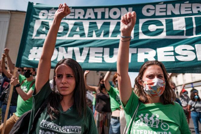 Militantes Alternatiba à la Marche Adama à Paris © Basile Mesré-Barjon