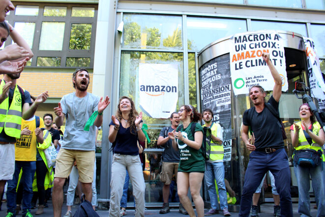Militants à Paris pour la mobilisation #StopAmazon © Elise Chabert