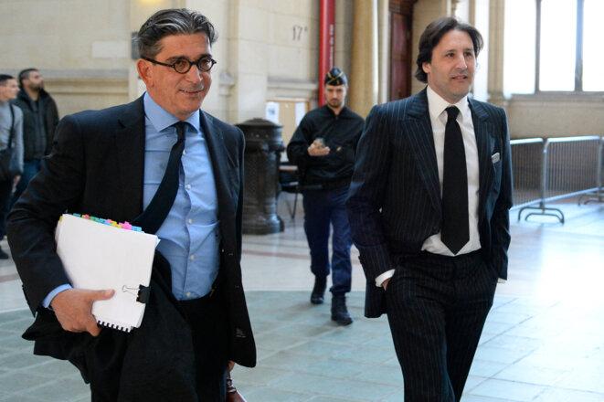 Arnaud Mimran et son avocat, Me Fedida, lors du procès en 2016 de l'escroquerie aux quotas carbone. © BERTRAND GUAY / AFP