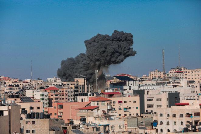 Une explosion après une frappe israélienne à Gaza le 14 mai 2021 © Momen Faiz / NurPhoto via AFP