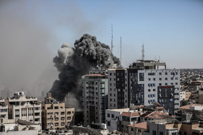 Destruction d'un immeuble de Gaza City abritant les bureaux de l'Associated Press et d'Al Jazeera © Ali Jadallah / Anadolu Agency via AFP