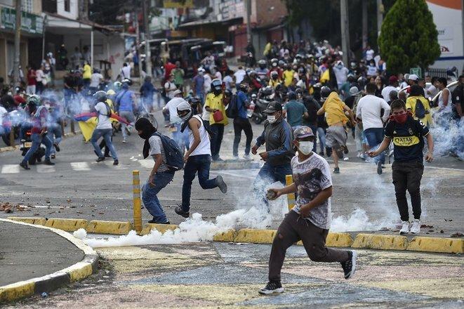 Disturbios en las calles de Cali el 10 de mayo de 2021. © Luis ROBAYO/AFP