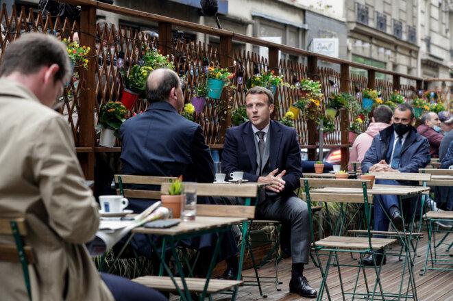Paris, terrasse de café, 19 mai 2021, le Président Emmanuel MACRON et le Premier ministre Jean CASTEX