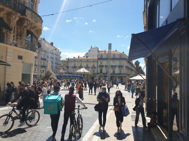 Le bas de la rue de la Loge, artère commerçante de Montpellier, bondée en ce mercredi 19 mai. © Cécile Hautefeuille