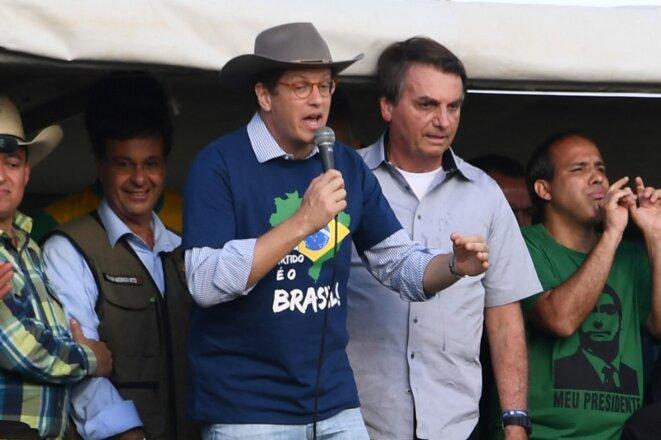 Le ministre de l'environnement Ricardo Salles au côté de Jair Bolsonaro à Brasília le 15 mai 2021. © Evaristo Sa/AFP