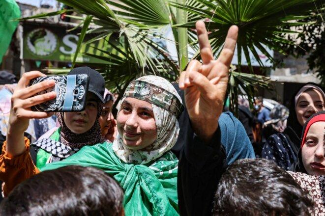 Des partisans du Hamas dans le sud de la bande de Gaza célèbrent le cessez-le-feu le 21 mai 2021. © Said Khatib/AFP