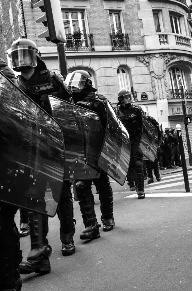 Flics en procession © Vidal C Photography