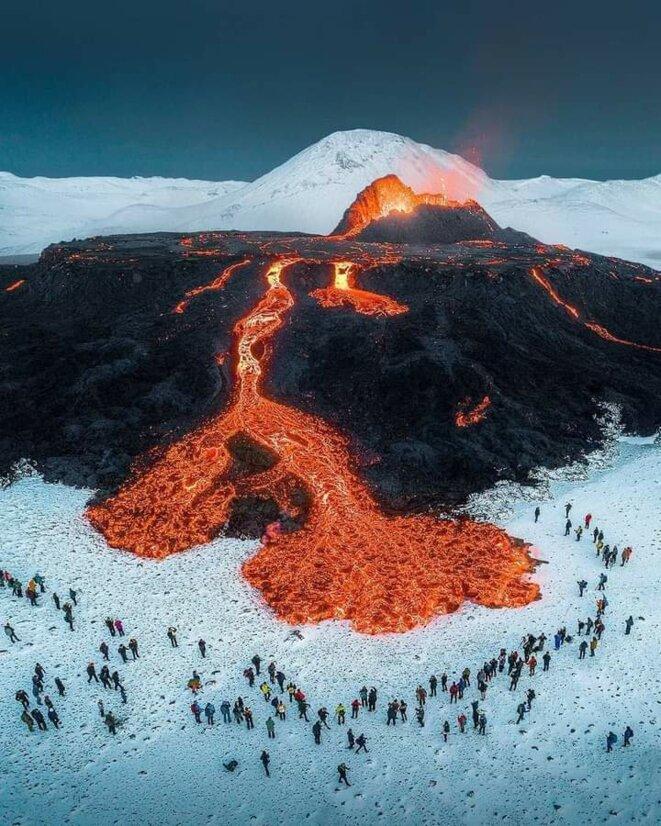 le-volcan-islandais-fagradalsfjall-en-eruption-depuis-le-19-mars