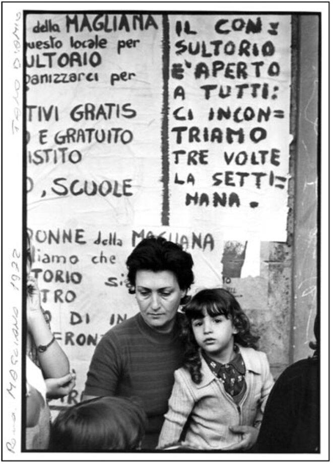 Comité de lutte pour le logement » [Comitato di lotta per la casa] organisant conjointement les autoréductions de loyers et les appropriations de logements. © Tano D'Amico