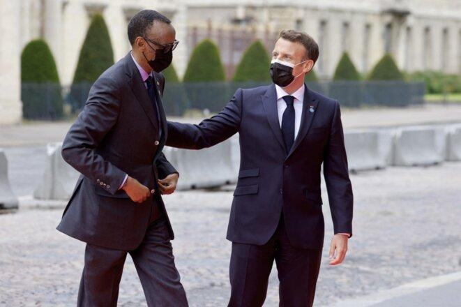 Emmanuel Macron accueille le président rwandais Paul Kagame à Paris le 17 mai 2021. © Ludovic Marin/AFP