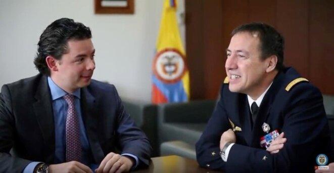 Aníbal Fernández de Soto, vice-ministre colombien de la défense pour les affaires internationales et le général Jean-Marie Clament, directeur des relations internationales et de la stratégie du ministère français de la défense, en janvier 2017.