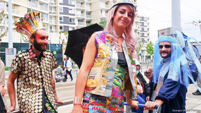 Des costumes avec nos matières en récup' © Georges-André Photos