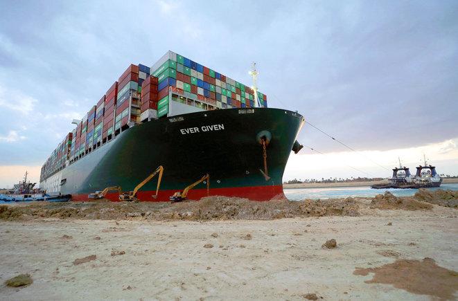 """Encallamiento del portacontenedores """"Ever Given"""" en el Canal de Suez en marzo de 2021. © Servicio de Prensa del Canal de Suez/Sputnik vía AFP"""