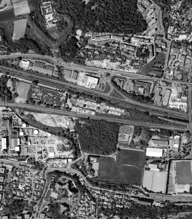 Aire d'accueil des gens du voyage de Saint-Menet (13), l'aire se trouve au centre de l'image © IGN / Philippe Rivière