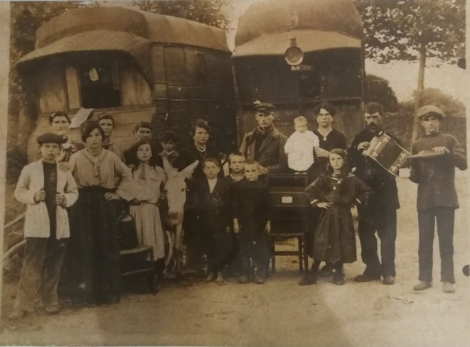 Famille Destouches et Théodore, 1925