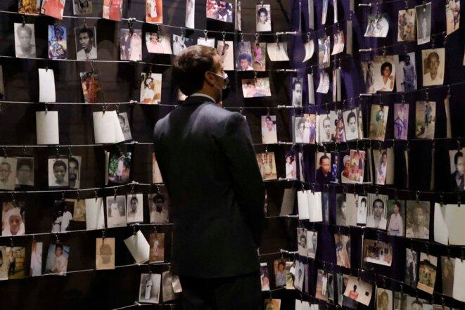 Emmanuel Macron, jeudi 27 mai, au Mémorial du génocide des Tutsis, à Kigalii (Rwanda). © Ludovic MARIN / AFP