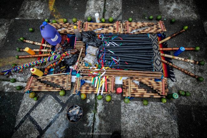 Bâton sacré, rituel d'harmonisation, cérémonie de possession du conseil étudiant de la réserve indigène Nuestra senora de la Montana, Riosucio, département Caldas, Colombie. © Andres Camilo Valencia