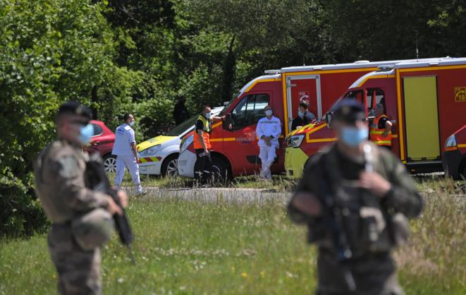Sur les lieux de l'attaque au couteau d'une policière à La Chapelle-sur-Erdre, près de Nantes, le 28 mai 2021. © LOIC VENANCE / AFP