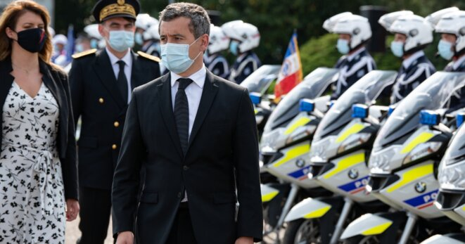 Gérald Darmanin devant les CRS à Paris © Frédéric Legrand