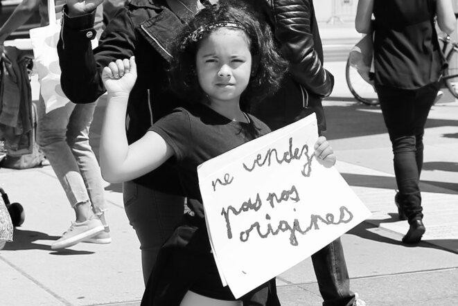 Sohalia, une des manifestantes, devant le Palais des Nations à Genève © Jean-Luc Mootoosamy/ Media Expertise
