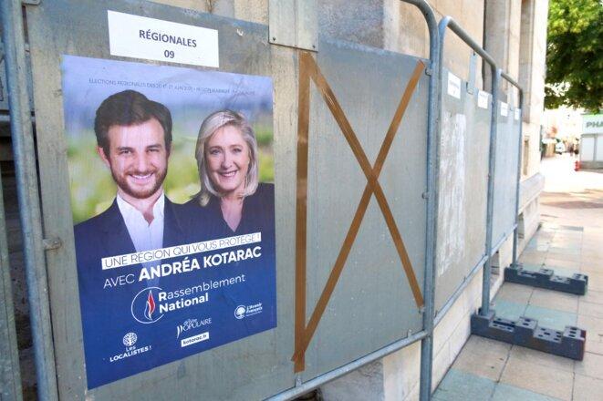 Affiche de campagne à Valence (Drôme), le 31 mai. © Nicolas Guyonnet / Hans Lucas via AFP