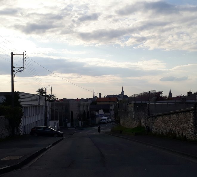 - Une rue déserte à Angoulême pendant le premier confinement, en avril 2020 - © F.S.