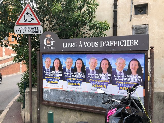 Affiches de Thierry Mariani à l'entrée de Grasse. © LD
