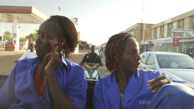 """""""Ouaga Girls"""" de Theresa Traoré Dahlberg © Juste Doc"""