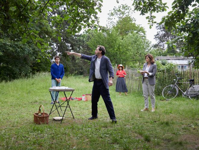 """Scène de """"L'arbre, le maire et la médaithèque"""" © Pierre Grosbois"""
