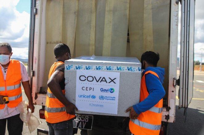 Livraison de vaccins AstraZeneca à Madagascar le 8 mai 2021. © Mamyrael/AFP